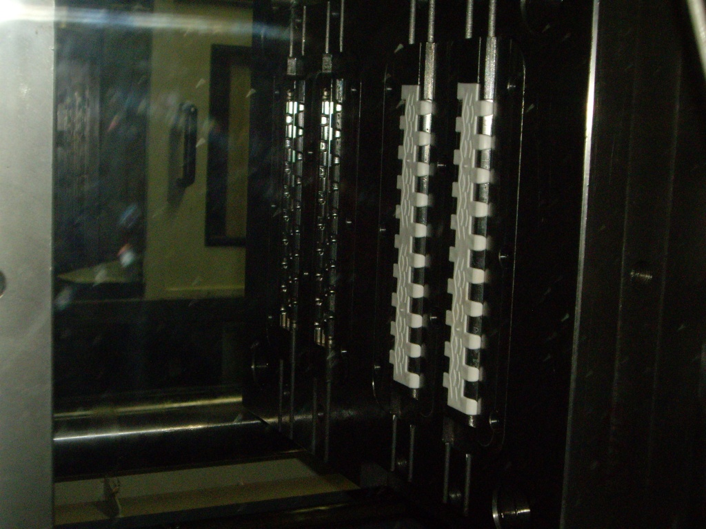 Teste molde de segmento de esteira bicomponente, realizado internamente.